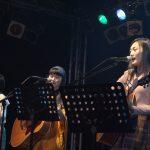 歌とギターの弾き語りライブ「アコギグ」!十代女子たちが奏でるアコギの新しいカタチ
