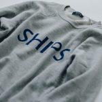 """70年代後半爆発的ヒット!懐かしい""""SHIPSロゴ""""のスウェットシャツが復刻"""