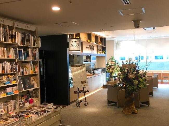 「電車×読書×カフェ」丸の内に電車の見えるブックカフェ「Cafe1869 by MARUZEN」がOPEN