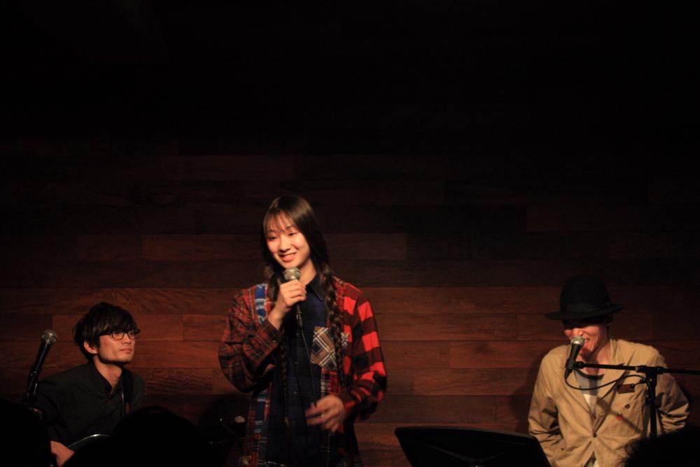 彼女のサーブが矢舟テツローと『Cheerio!』などをセッション!生演奏をバックに笑顔の時間