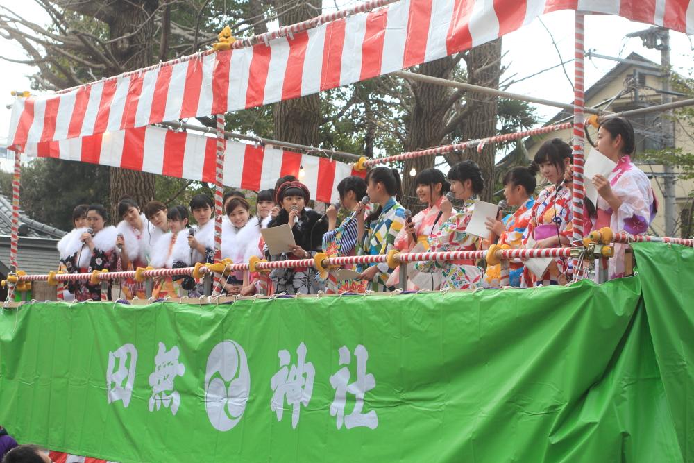 """2月3日、田無神社で行われた""""節分祭""""でAIS、劇団ハーベストが豆まき!和装で笑顔の「福は内」"""
