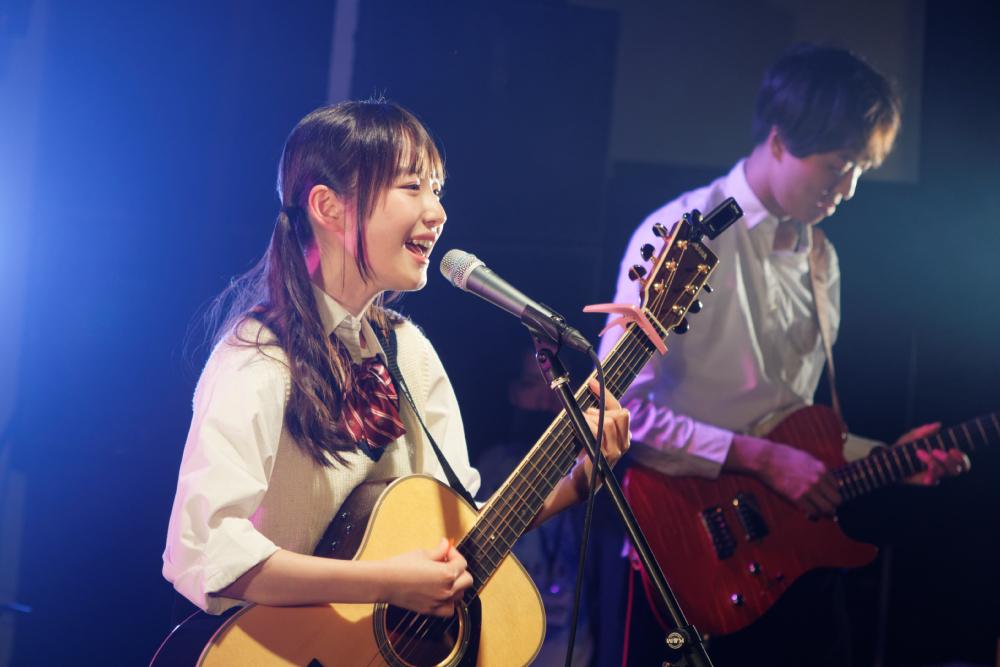 内田珠鈴が2ndワンマンライブ!バンドで聴かせる歌声&バースデーサプライズに涙!