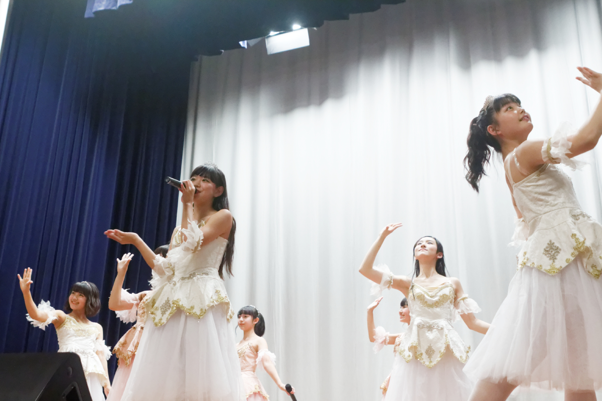 ハコムスが新シングル「エトワールを夢みて」のアー写・ジャケ写・MV撮影の「横浜開港記念会館」でリリースイベント