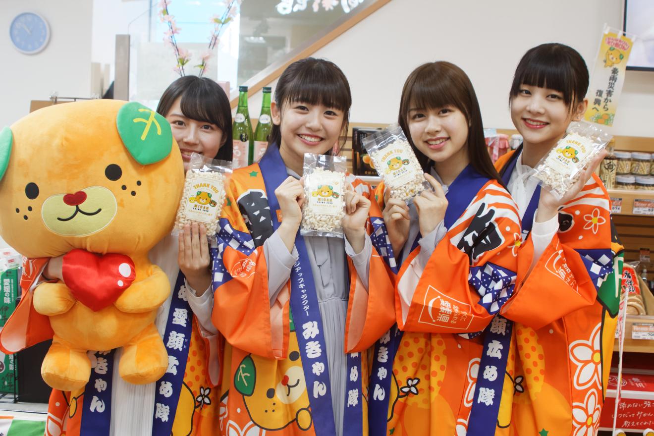 愛媛県出身のたけやま3.5が東京・新橋のアンテナショップで「えひめ春の感謝祭」を応援!みかん鯛やじゃこ天など郷土料理ににっこり