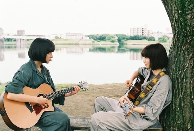 「niko and …」ブランドアンバサダーの小松菜奈が主演する映画「さよならくちびる」の写真展が「niko and … TOKYO」にて開催