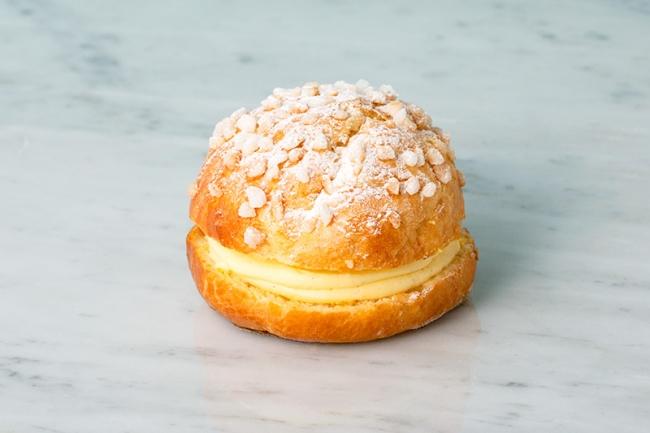 「ブリオッシュ ドーレ」がオレンジの香りの「トロペジェンヌ」をクリーム増量でリニューアル!夏のドリンクなど登場