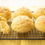 冷凍パンの「Pan&(パンド)」から、メロンパンと包み焼きピッツァのオリジナルパンが登場!公式オンラインストアにて発売